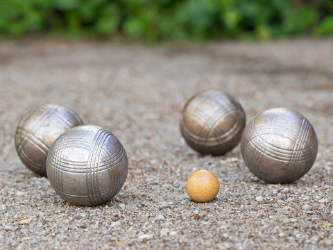 Boule - Freizeit - Spiel - Senioren - Boccia - Pétanque