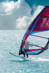 windsurf in mare cristallino