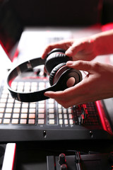 Słuchawki, DJ w klubie