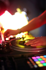 Miksowanie muzyki w klubie