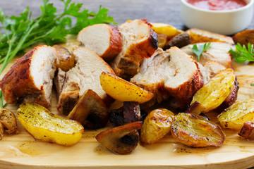 Roast pork with potatoes and garlic.
