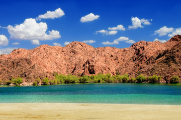 Wall Mural - Lake Mohave beach on the Colorado River in the desert of the southwestern United States