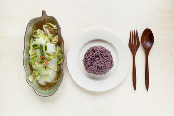 Fried vegetable and red rice