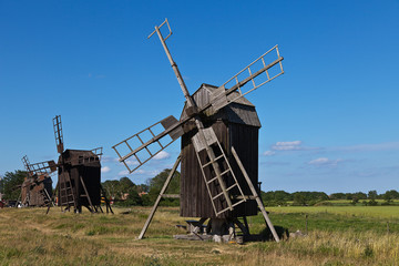 braune Bockwindmühlen