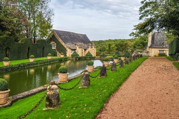 bassin dans jardin en Périgord