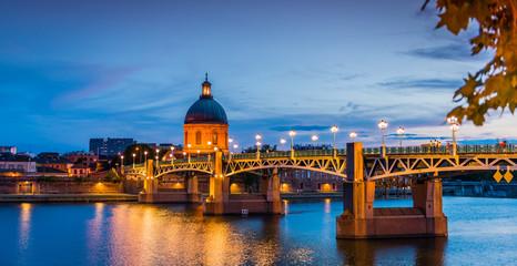 Le dôme de La Grave et le Pont Saint Pierre sur la Garonne à Toulouse