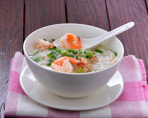 Boiled rice with shrimp