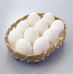 カゴにはいった鶏卵