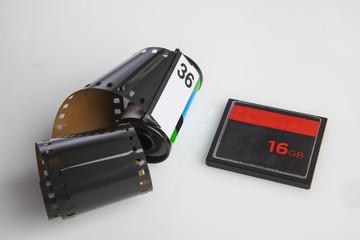 Rullino fotografico e scheda di memoria