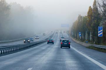 Autobahn Nebel Pendlerverkehr morgens Deutschland