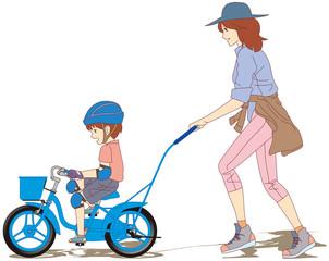 1-初めての自転車練習-お母さん、まだ手を離さないでね(右側面) [12インチサイズの幼児用自転車に乗って、補助輪無しで自転車に乗る練習をする男の子と、それを 優しく手助けする母親と家族の風景です。]
