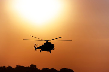 silhouette tansportnogo helicopter