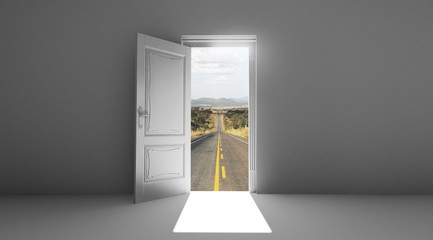 Porta aperta sfondo strada
