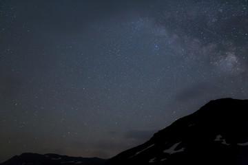 Berge mit Sternenhimmel