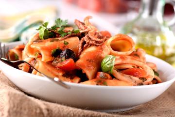 paccheri napoletani con sugo ai calamari