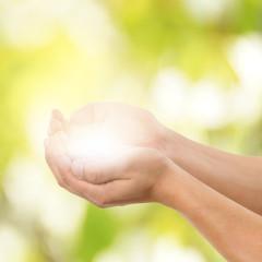 leuchtende Hände