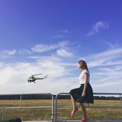 девушка и вертолет