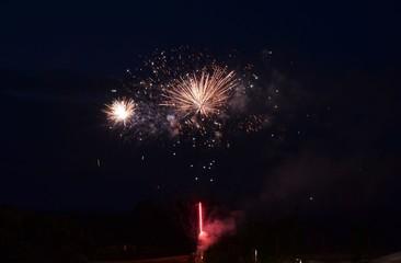 Feuerwerk - Silvesterraketen am Nachthimmel
