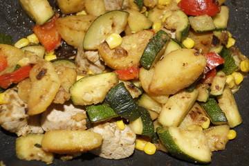 Mexikanische Gemüsepfanne mit Huhn