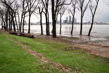 Ohio River Riverbanks Overflowing Louisville Kentucky Flooding
