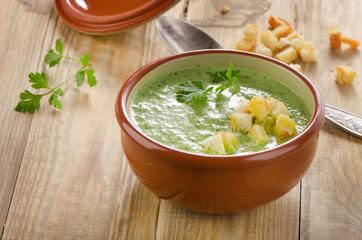 Creamy vegetable soup with  croutons .
