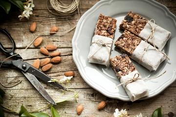 Homemade granola energy bars