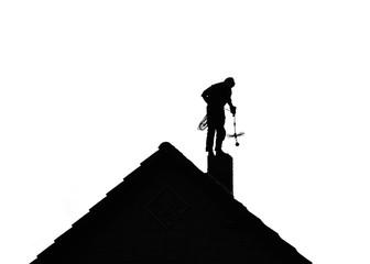 Schornsteinfeger - Silhouette - auf dem Dach
