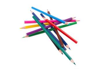 россыпь цветных карандашей на белом фоне
