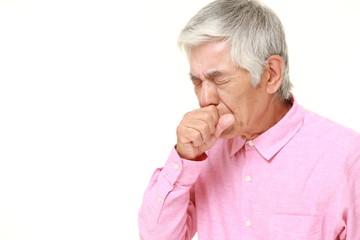 咳をする高齢者