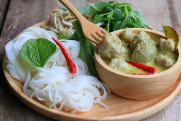 Taste of green curry coconut milk and rice noodle