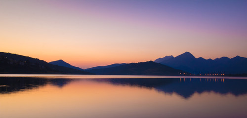 Photo sur Aluminium Reflexion Cime delle montagne riflesse nel lago