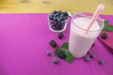 Waldbeeren - Joghurt Drink aus Blaubeeren und Brombeeren