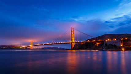 Fotomurales - San Francisco Golden Gate Bridge at night