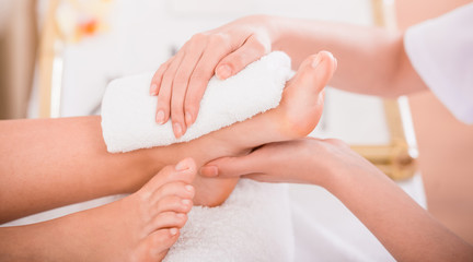 La pose en embrasure Pedicure Spa treatment