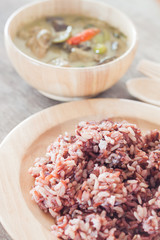 Multi grains berry rice with green curry