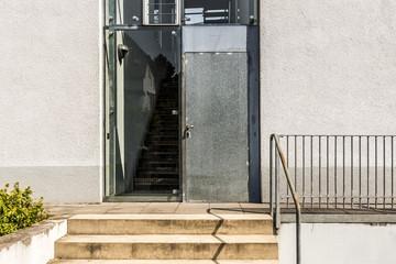 Tür mit Glaeinsatz