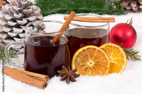 Gl hwein an weihnachten im winter getr nk alkohol for Alkohol dekoration