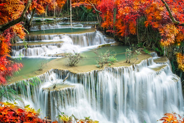 Tuinposter Natuur beautiful waterfall in tropical forest