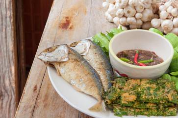 Fried mackerel with shrimp paste sauce and various vegetables  (Nam Prik Ka Pi), Thai Food