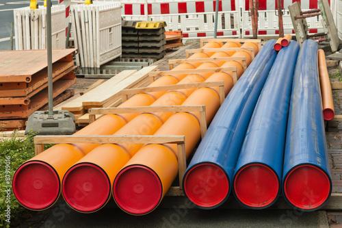 Gas Und Wasserrohre Aus Kunststoff Mit Roten Verschlusskappen