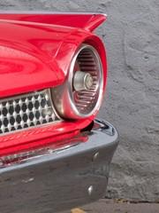 Papiers peints Rouge, noir, blanc Kleine rote Heckflosse eines amerikanischen Sportwagen