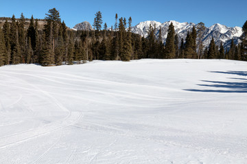 Easy beginner ski run with trees and mountains in Durango