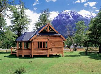 Fotomurales - アンデス山中のログハウス