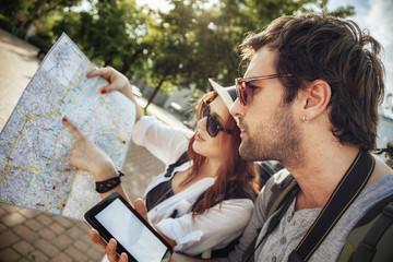 Tourist Couple Sightseeing City