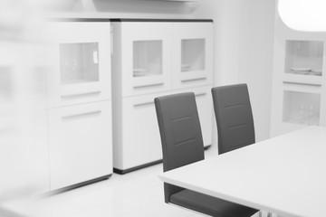weißes Wohnzimmer ohne Personen