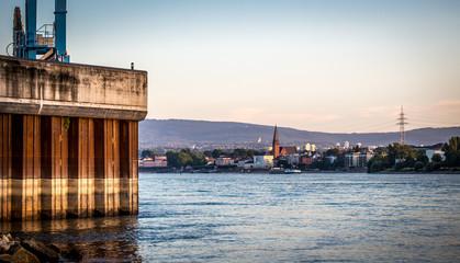 Blick von Mainz aus über den Rhein auf Biebrich