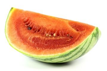 Viertel einer reifen Wassermelone isoliert auf weißem Hintergrund