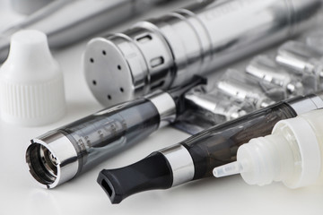 E-Zigarette -  Verdampfer - Akku - Liquid