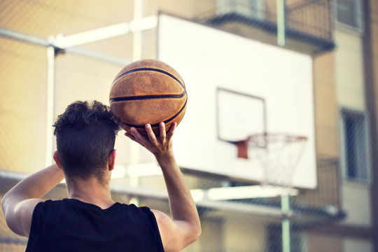 young basketball player ready to shoot