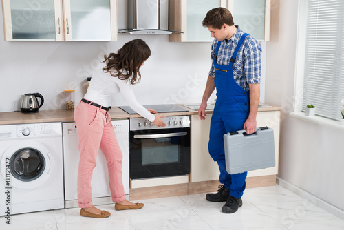 powerful worker is banging the lady in the kitchen  146040